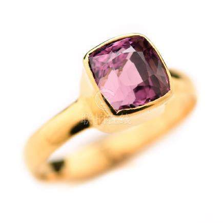Pink Spinel, 18k Yellow Gold Ring.