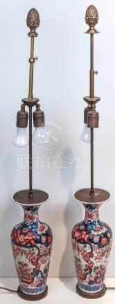 Ein Paar Flaschenvasen als zweiflammige Tischlampe mont. Jap