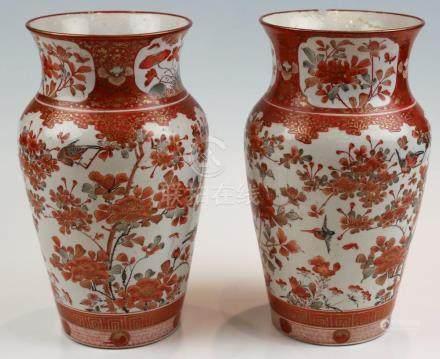 Ein Paar leicht gebauchte Vasen Japan, Kutani