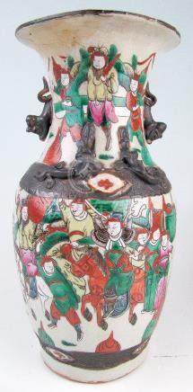 Leicht gebauchte Vase mit Fo-Hund-Henkeln Japan, Kutani