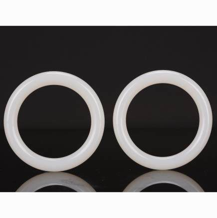 CHINESE PAIR OF GLASS IMITATE WHITE JADE BANGLES