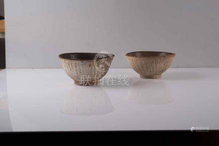Ensemble de deuxl arges bols Chine, Swatow Porcelaine à glaçure céladon, les
