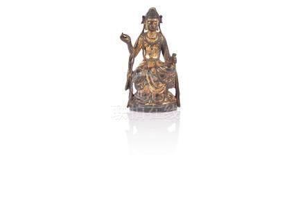 Statuette de Guanyin Chine Bronze doré, assise en rajalilasana sur un socle en