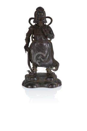 Statuette de gardien sur une terrasse Chine, probablement Ming Bronze, usures,