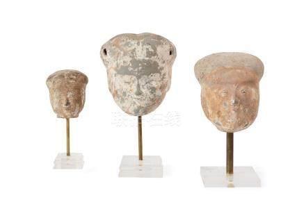 Trois têtes de dames de cour Chine, Époque Han (206 av. JC - 220 ap. JC) Terr