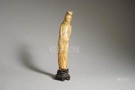 Statuette d'immortel debout Chine - Fin Époque Ming (1368 - 1644) Ivoire à pa