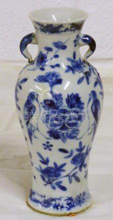 CHINESE BLUE & WHITE CHINESE PORCELAIN VASE WITH 4 CHARACTER MARK 15CMS