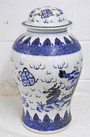 CHINESE BLUE & WHITE PORCELAIN LIDDED URN - 46 CMS
