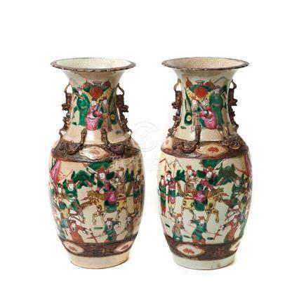 Pareja de jarrones en porcelana china de Nanking con decoración de guerreros, primer tercio del s.