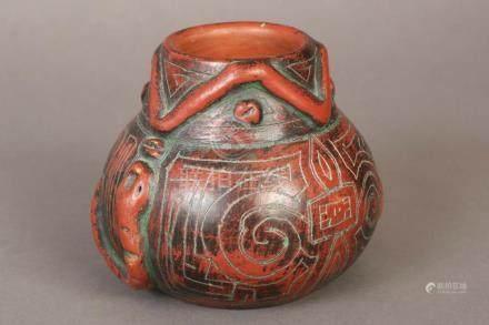 Asiatische Vase im archaischen Stil