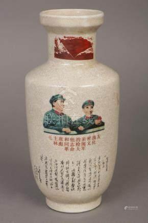 Chinesische Vase mit Mao bzw. Revolutionsmotivik