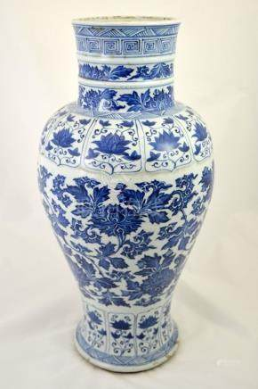 A large Chinese Kangxi blue and white vase, inverse baluster