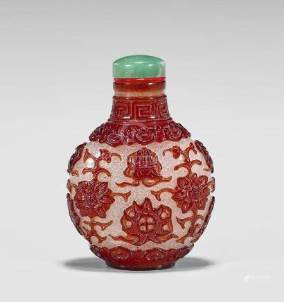 RED OVERLAY SNOWFLAKE GLASS SNUFF BOTTLE