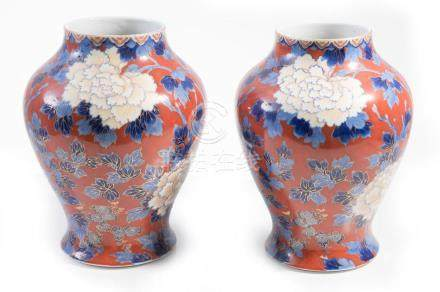 A PAIR OF JAPANESE FUKAGAWA VASES MEIJI PERIOD 19TH CENTURY