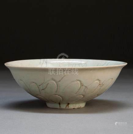 宋 青釉刻花纹碗