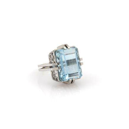 ESTATE PLATINUM 14.8CT EMERALD CUT AQUAMARINE SOLITAIRE