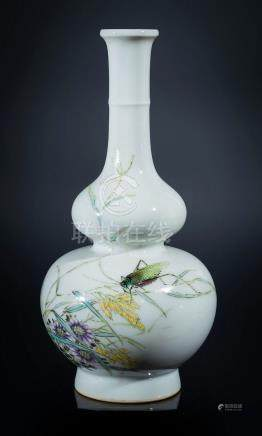 Chinese Art A double pumpkin porcelain bottle painted with c