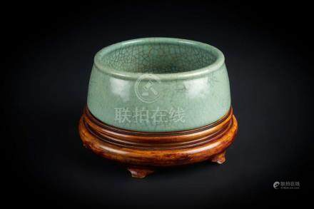 Chinese Art A celadon pottery censer bearing a six character