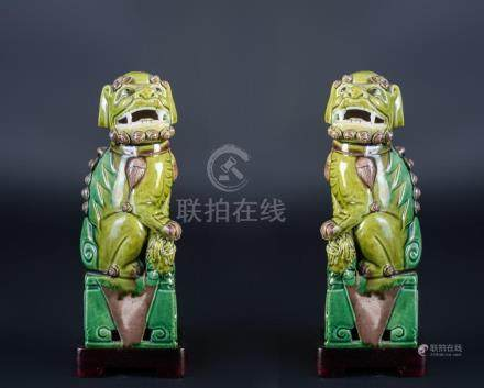 Chinese Art A pair of porcelain Fo dogs China, 17th-18th cen