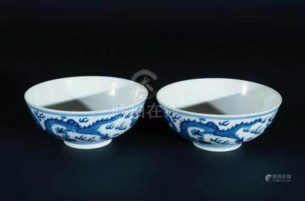 Chinese Art A pair of blue and white porcelain cups with dra