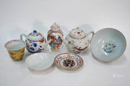 A quantity of Chinese Export porcelain, comprising: a teapot and domed cover; a famille rose tea-