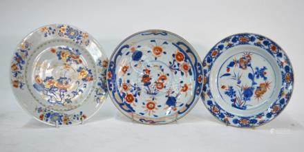 A Chinese Imari dish decorated with flower sprays; a Chinese Imari plate, similarly decorated, 21.