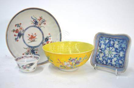 A Chinese famille rose teabowl with a cockerel and floral design, 6 cm diameter, Yongzheng/Qianlong;