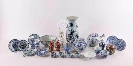 A lot of diverse Japanese and Chinese porcelain, wed 18th ce