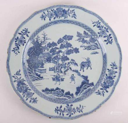 A blue / white porcelain dish with a decorated rim, China, K