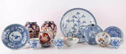 A lot of various Chinese and Japanese porcelain, in the 18th
