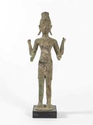 Cambodge , 20ème siècleSujet en bronze patinéH : 37  L: 14 cm