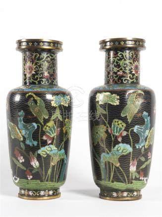 Paire de vases en bronze cloisonnéH: 31 cm(vase accidenté)