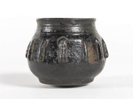CHINE, brûle-parfum  bronze patinéQing ou plus tard  H: 7 - D: 6 cm