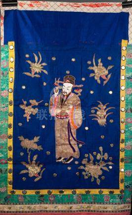 CHINESE LATE QING/REPUBLIC PERIOD VERTICAL SILK AND GOLD THREAD EMBROIDERED HANGING, applied with