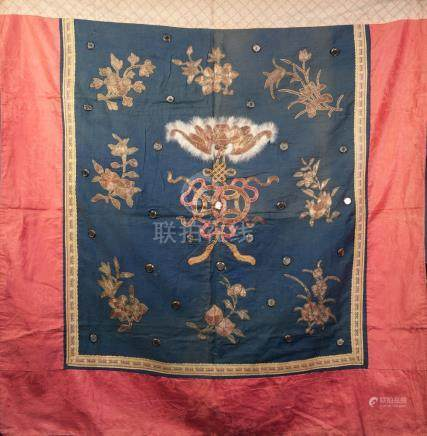A CHINESE LATE QING/REPUBLIC PERIOD SILK AND GOLD THREAD EMBROIDERED VERTICAL HANGING, the blue