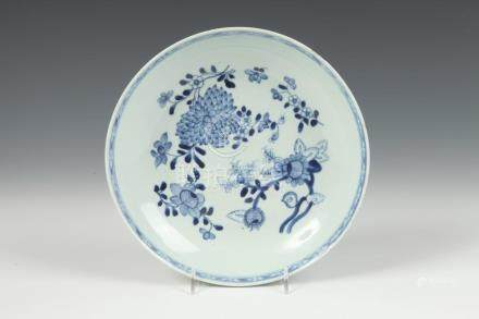 CHINESE BLUE AND WHITE PORCELAIN PLATE, 19th century. - D: 9