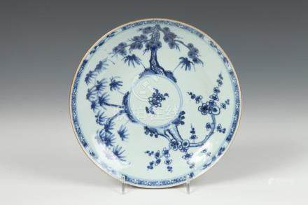 CHINESE BLUE AND WHITE PORCELAIN PLATE, 18th century. - D: 8