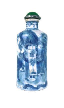 A BLUE AND WHITE PORCELAIN SNUFF BOTTLE
