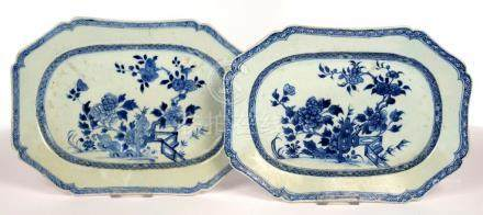A PAIR OF CHINESE EXPORT PORCELAIN BLUE AND WHITE DISHES, 32.5CM L, C1770