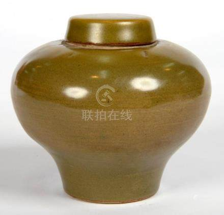 A CHINESE STONEWARE JAR AND COVER WITH DARK OLIVE CELADON GLAZE, 11.5CM H, IMPRESSED MARK, 20TH C