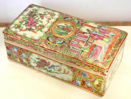 A CANTON FAMILLE ROSE RECTANGULAR BOX AND COVER, 18.5CM L, MID 19TH C