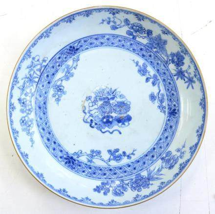 A CHINESE EXPORT PORCELAIN BLUE AND WHITE SAUCER DISH, 24CM D, 18TH C, CRACKED