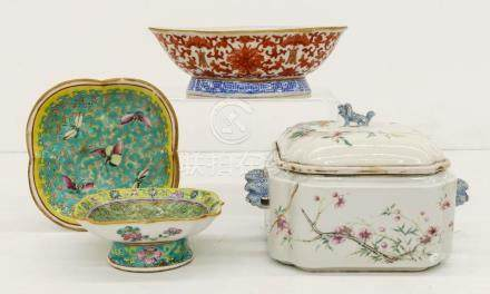 4pc Chinese Tongzhi Porcelain Dishes. Includes a foliate red