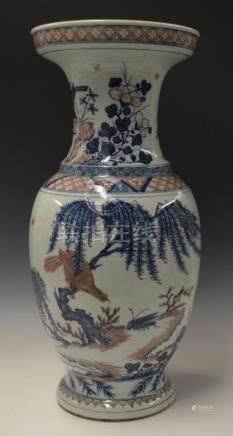 CHINESE BLUE & WHITE COPPER RED PORCELAIN VASE