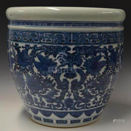 CHINESE BLUE & WHITE PORCELAIN FISH TANK JAR