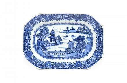 Travessa oitavada em porcelana chinesa