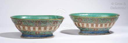 Chine, marque et époque Xianfeng (1851-1861) Paire de coupes ovales sur piédouc