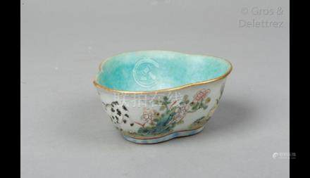 Chine, XIXème siècle Petite coupelle trilobée en porcelaine émaillée, à décor d