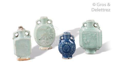 Chine, vers 1900  Quatre flacons de tabatière en porcelaine et émail céladon, à