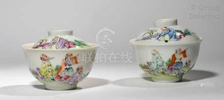 Chine, période République Paire de coupes couverts en porcelaine et émaux de la